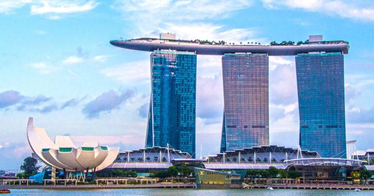 シンガポールで有名な観光スポット「マリーナベイサンズホテル」の外観