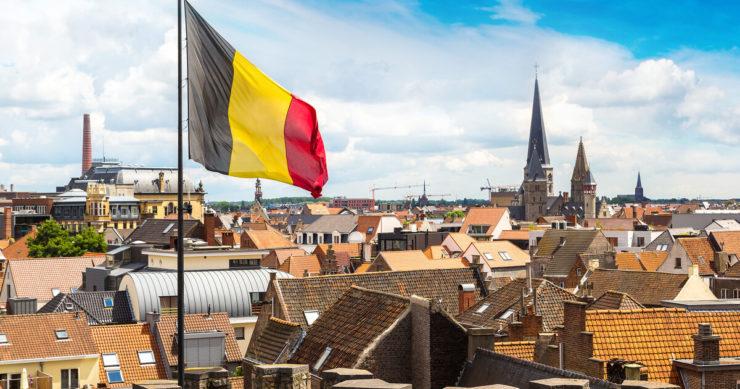 ベルギーの街並みと中世の城