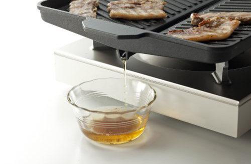 イシガキ産業の焼肉グリル。油を落とす溝つきプレート