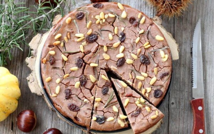 イタリアのケーキ「カスタニャッチョ」。栗の粉とロースマリーを使ったシンプルなスイーツ。